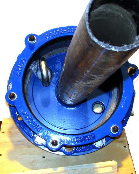 Оголовок скважинный обжимной герметичный с проходной муфтой под полиэтиленовые трубы большого диаметра ОГВ-375.000.00-7